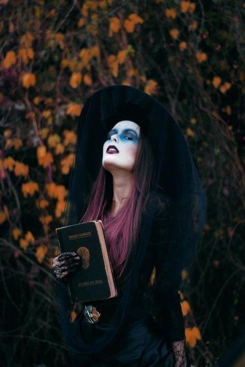 costum vrăjitoare Halloween